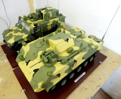 фото Макет гусеничной машины артиллерии