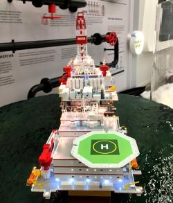 фото Макет нефтяной платформы