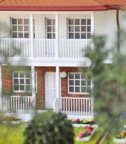 фото Макет загородного дома на две семьи